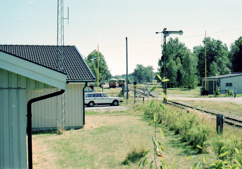 Kexaliden och stationen i bakgrunden